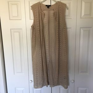 PRICE DROP Nine West crochet lace vest medium tan